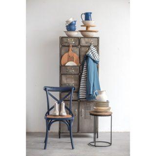 En esta casa todo encaja 😂.  La vajilla, el chubasquero, la silla... Así somos de sencillas 😁.  ¡No intentes hacer lo mismo sin nuestra supervisión!.  #nuevacolección #aw2122 #conceptstore #madrid #suances #barriodelasletras #modamujer #tiendaspardo #multimarca #deco #homedecor #decoración #vajilla #vajillaoriginal #vajillaitaliana #cerámica